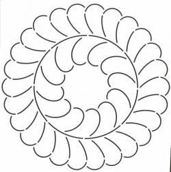 Schablone 10.5 inch Feathered Wreath Federkranz