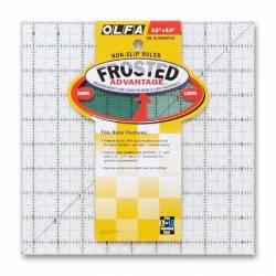 Olfa Frosted Ruler   9.5x9.5 inch, Antirutsch-Lineal mit schwarzen Linien auf milchigem Kunststoff